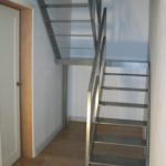 stalen trap zeer minimalistisch