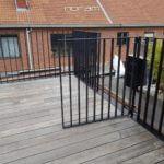Stalen poortje met platte spijlen